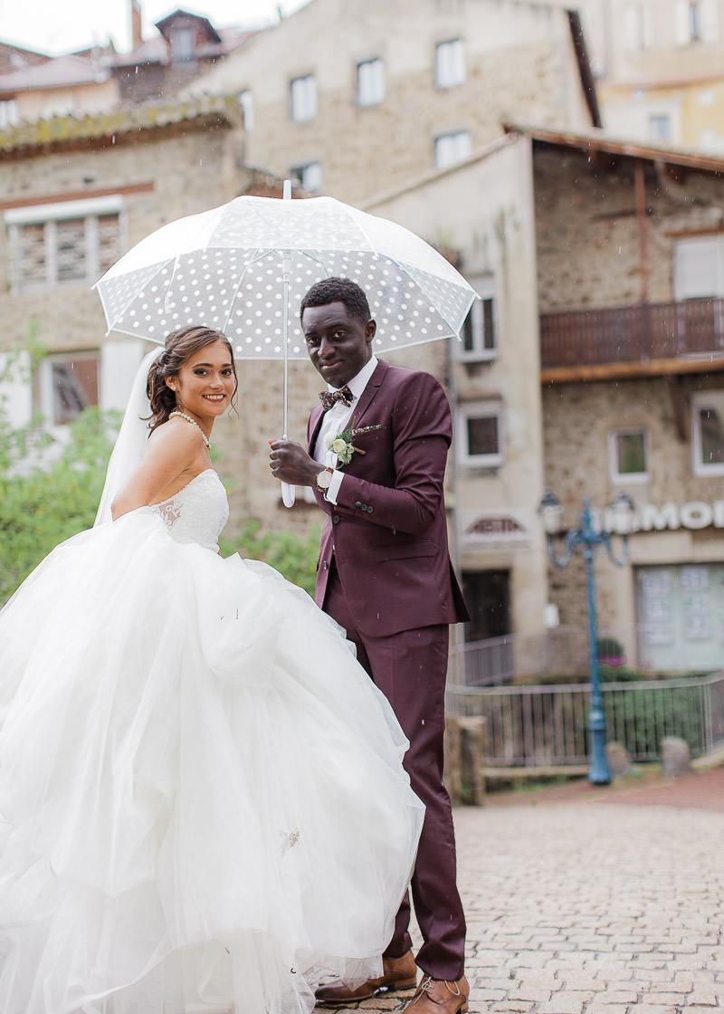Les mariés dans la ville d'annonay