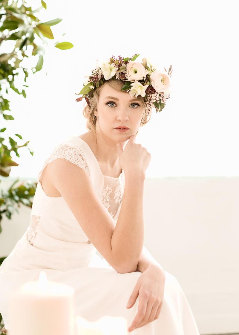 coiffure mariage avec couronne de fleurs
