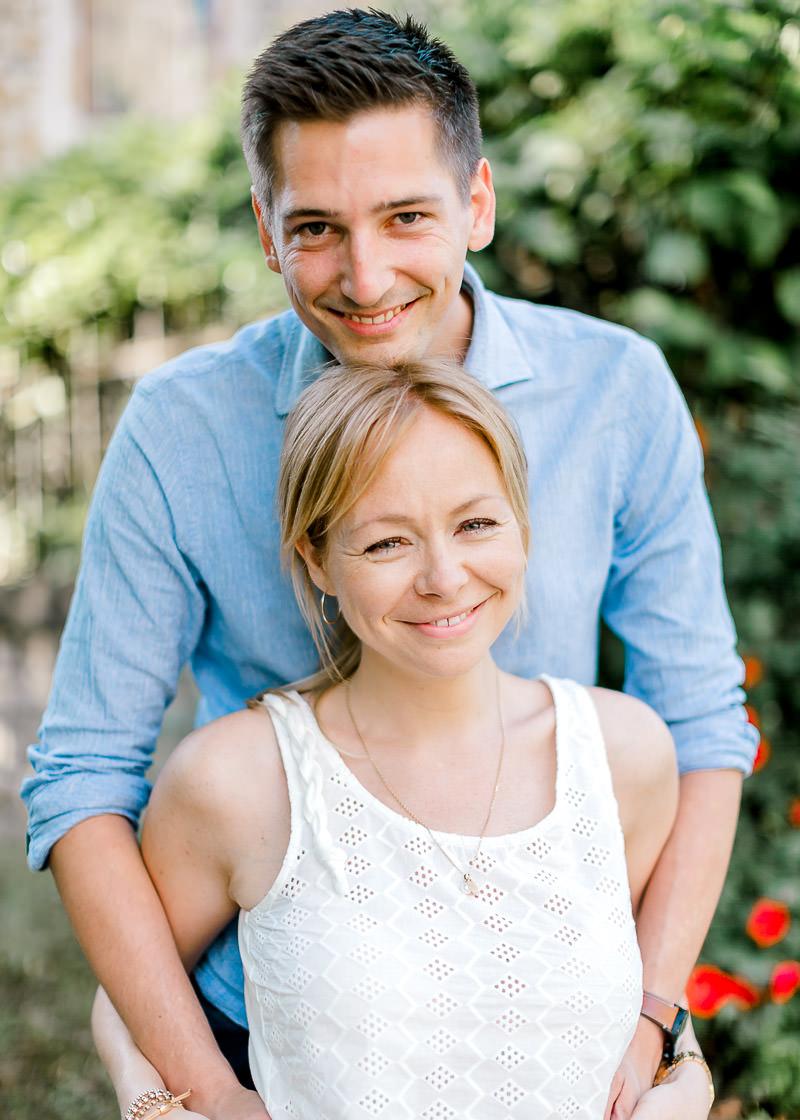 Couple photographié avant le mariage à Lyon