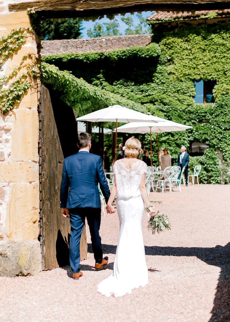 L'arrivée des mariés à pied au Domaine de la Genetière