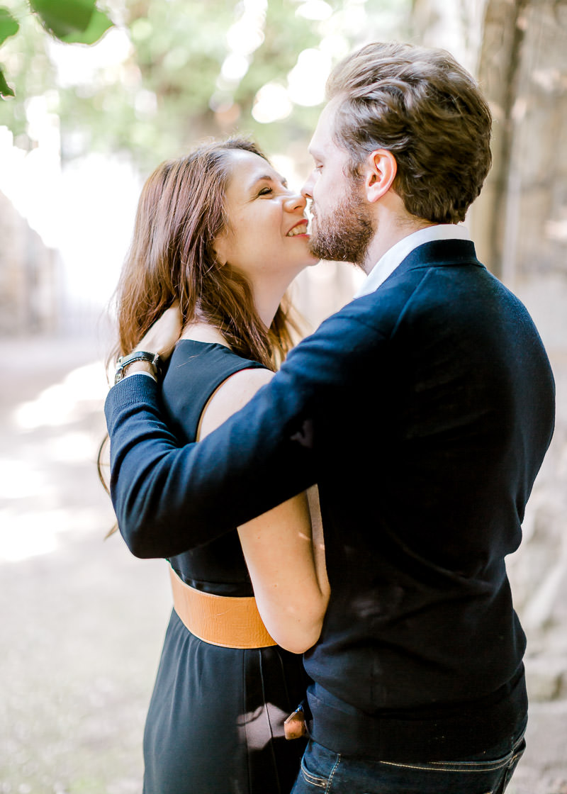 Photo de couple naturelle et lumineuse photographe Lyon
