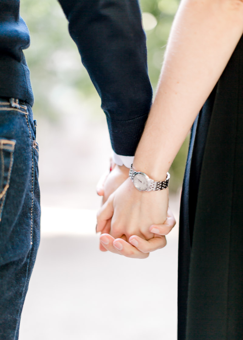 Détail séance d'engagement mains photographe Lyon