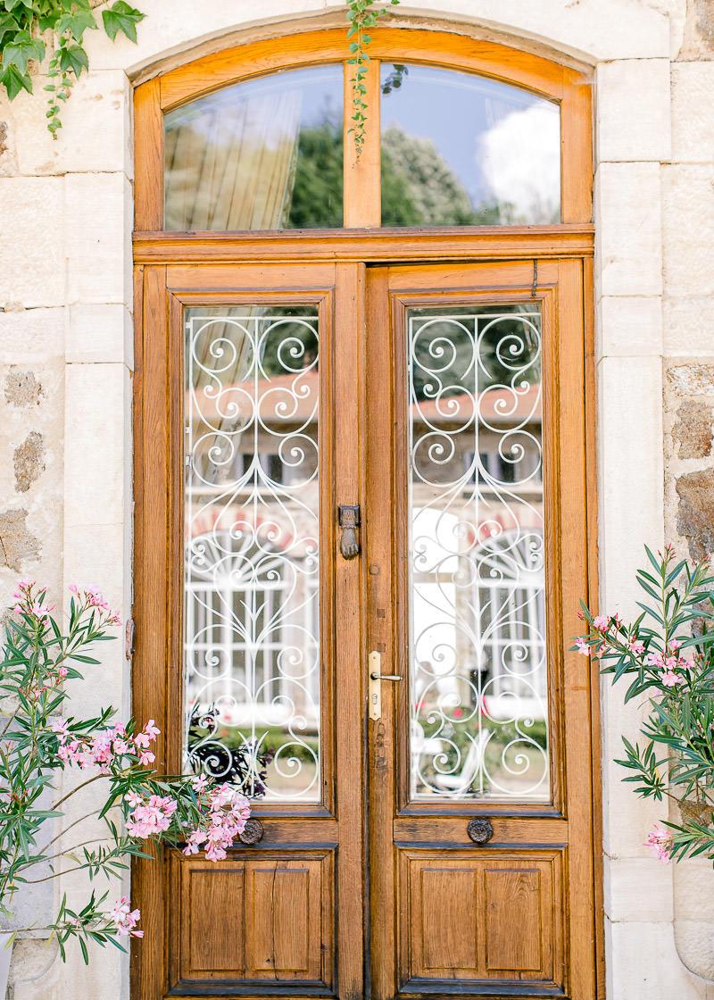 porte d'entrée des habitations du château des gaudras