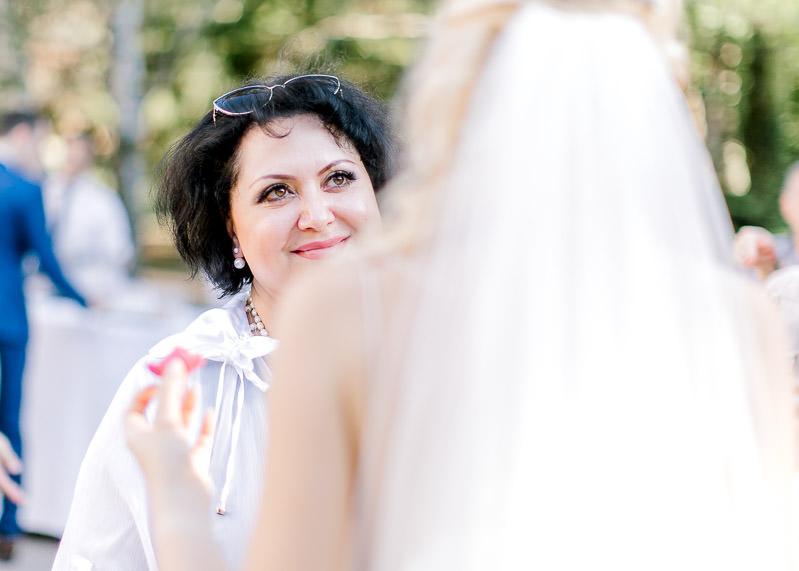 un jolie sourire à la mariée