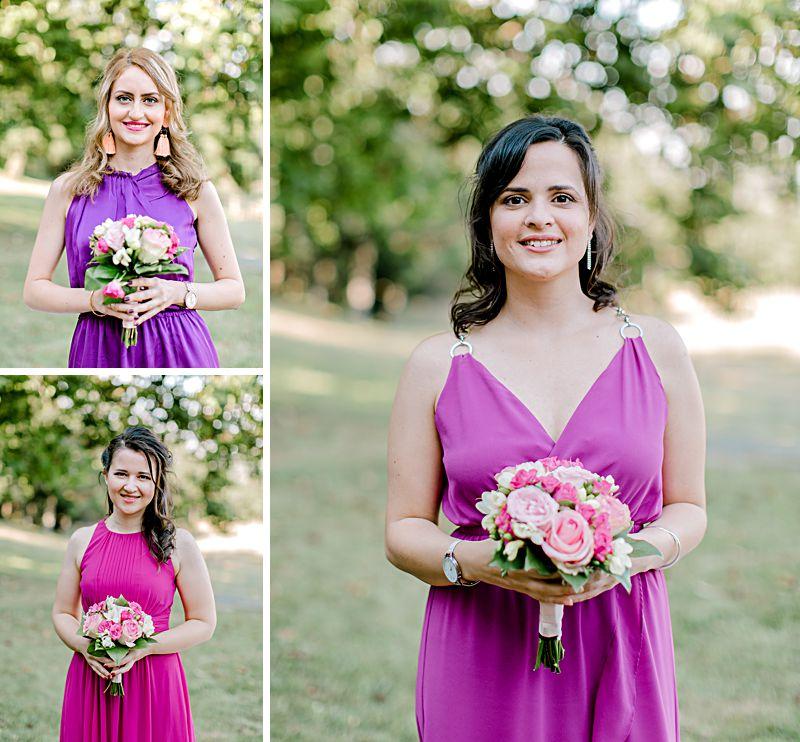 les témoins de la mariée avec leurs bouquets de fleurs