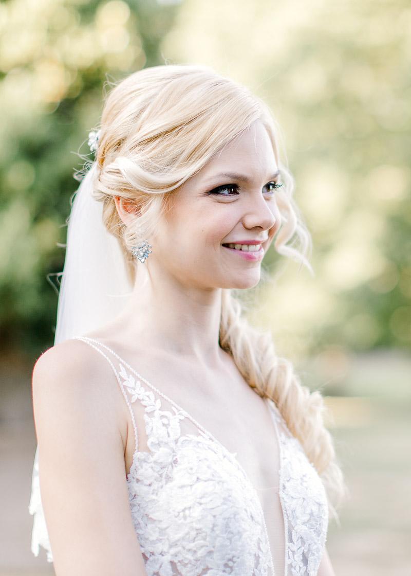 sourire de la mariée jardin du château des gaudras