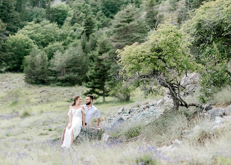 couple dans la nature photographe professionnel à Lyon