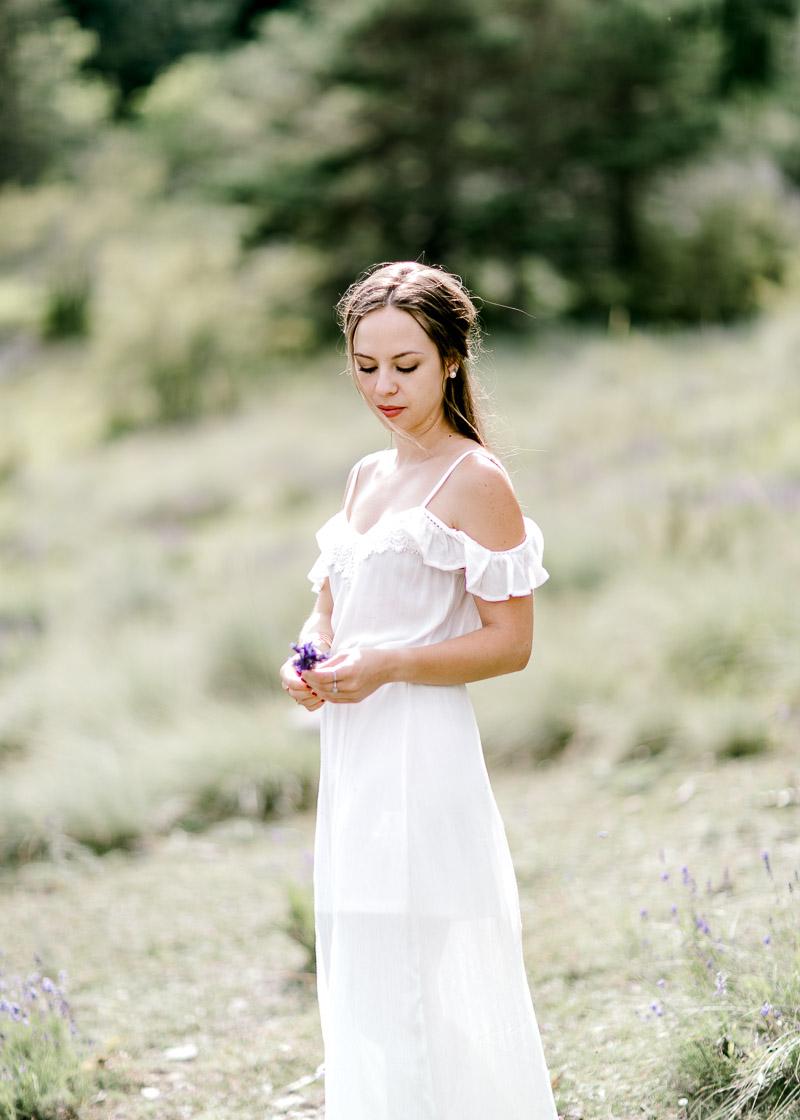 Joli shooting photo d'une femme dans la nature - frederick dewitte