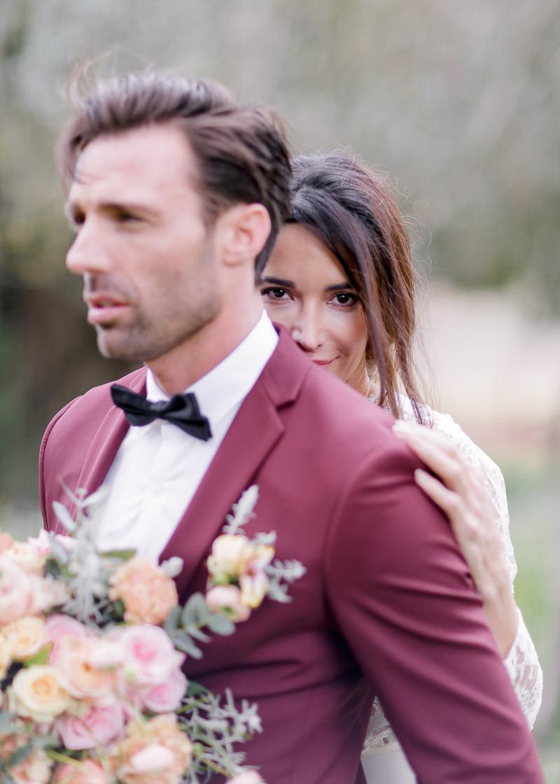 mariage château aumérade mariée derrière le marié