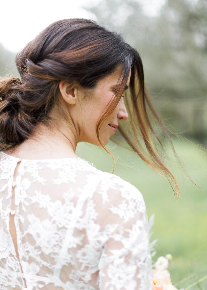 mariée de dos, détail de la robe