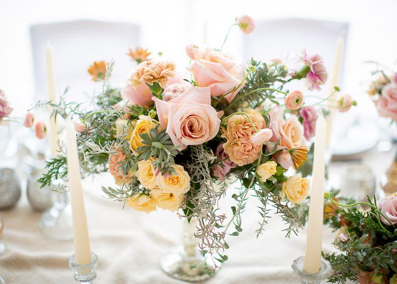 bouquet floral pour la table des mariés