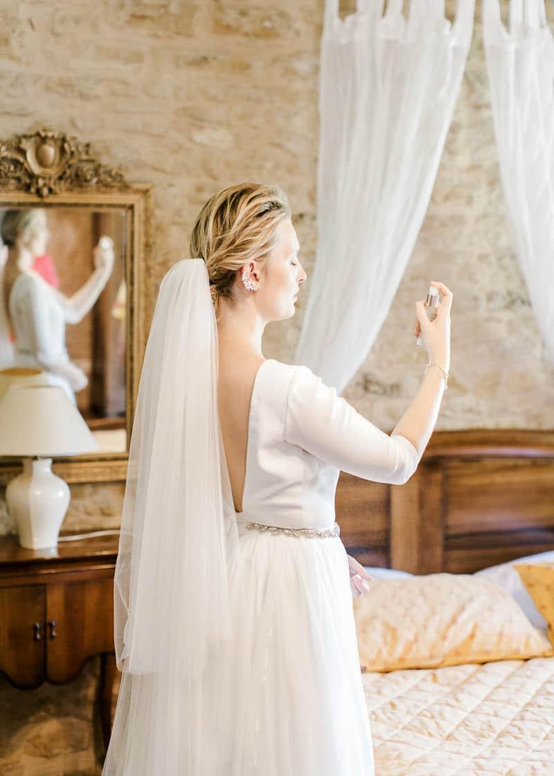 la mariée se parfume au château du sou