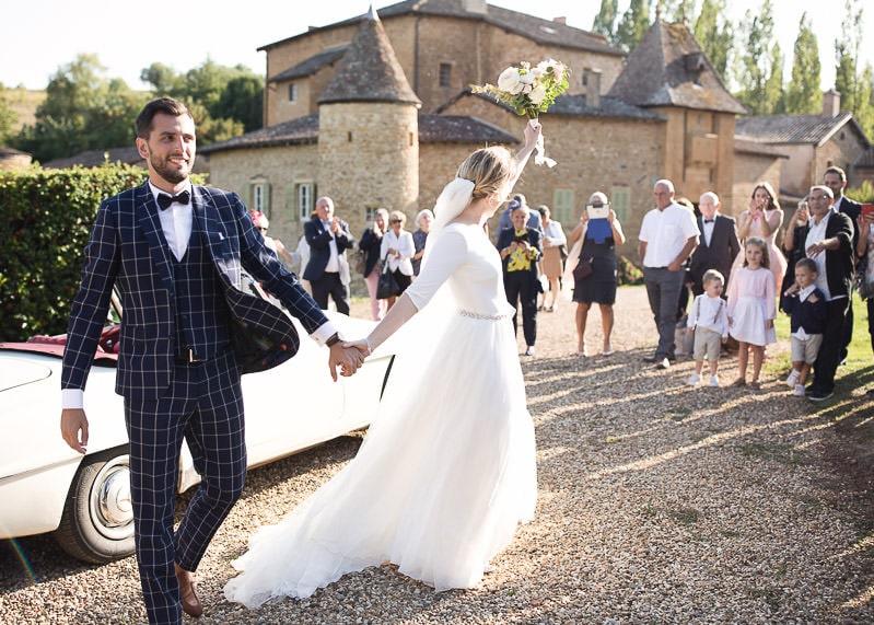 Les mariés et les invités au château du sou