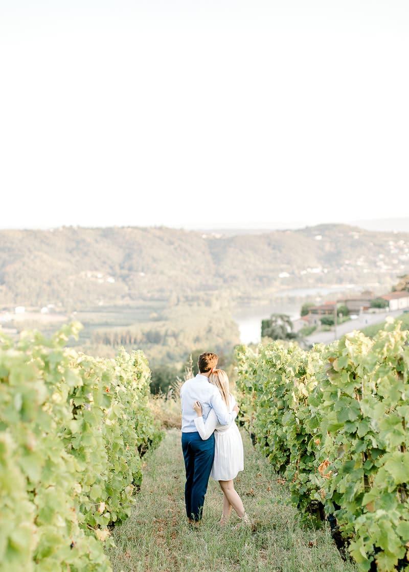 Photo de couple dans les vignes - Frederick Dewitte