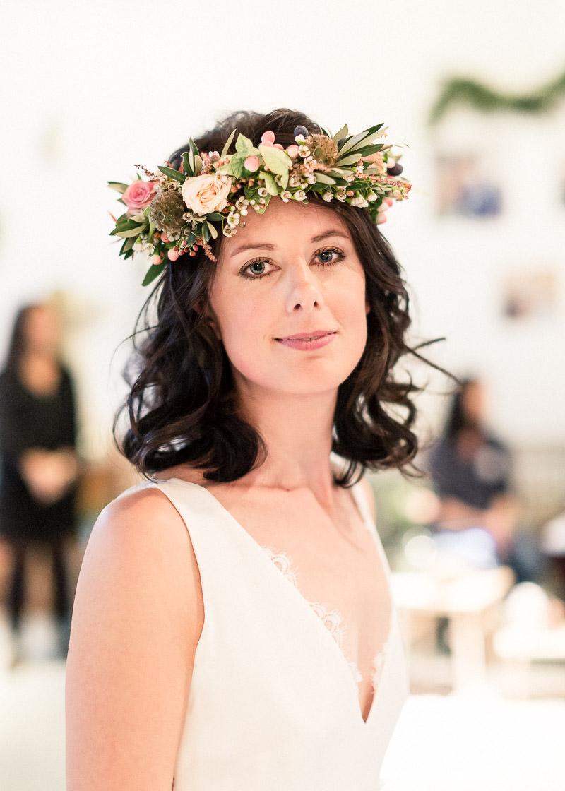 Mariée avec couronne de fleurs