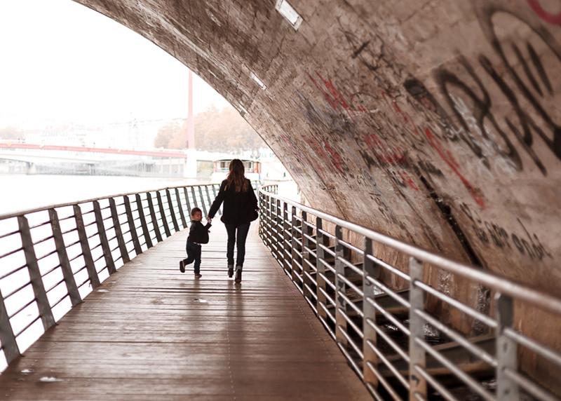 Photographe lifestyle Lyon - Promenade et rigolade