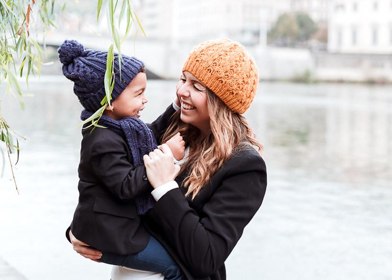 Photographe lifestyle Lyon - Jeux enfant et maman