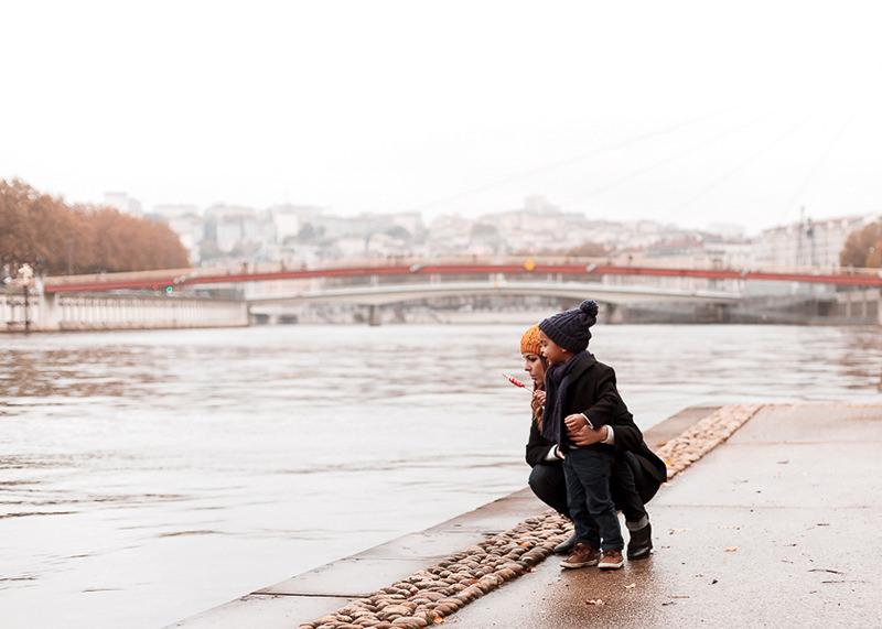 Photographe famille Lyon - Sur les bord de la Saône à Lyon