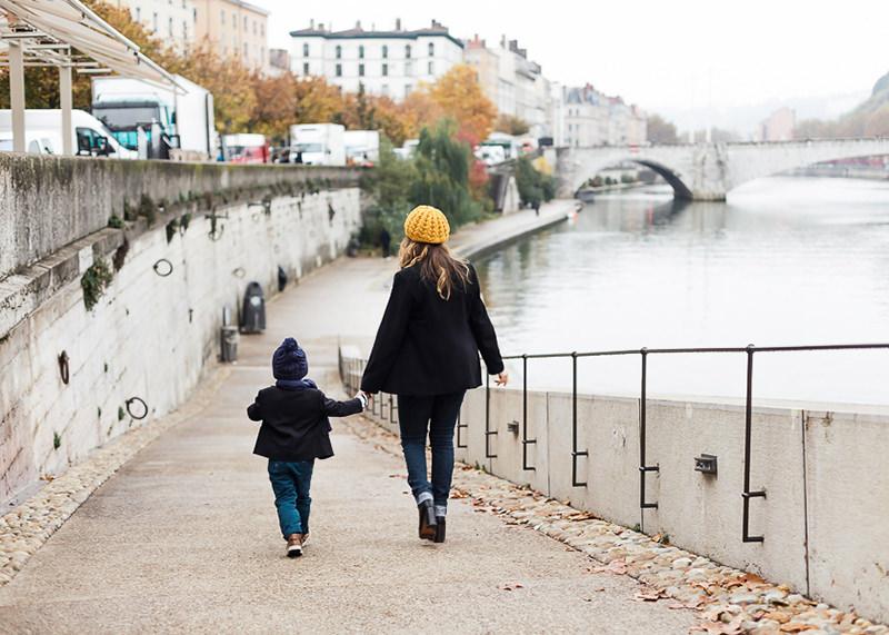 Photographe famille Lyon - Promenade en famille à Lyon