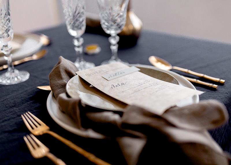 décoration de table de mariage avec nappe noir