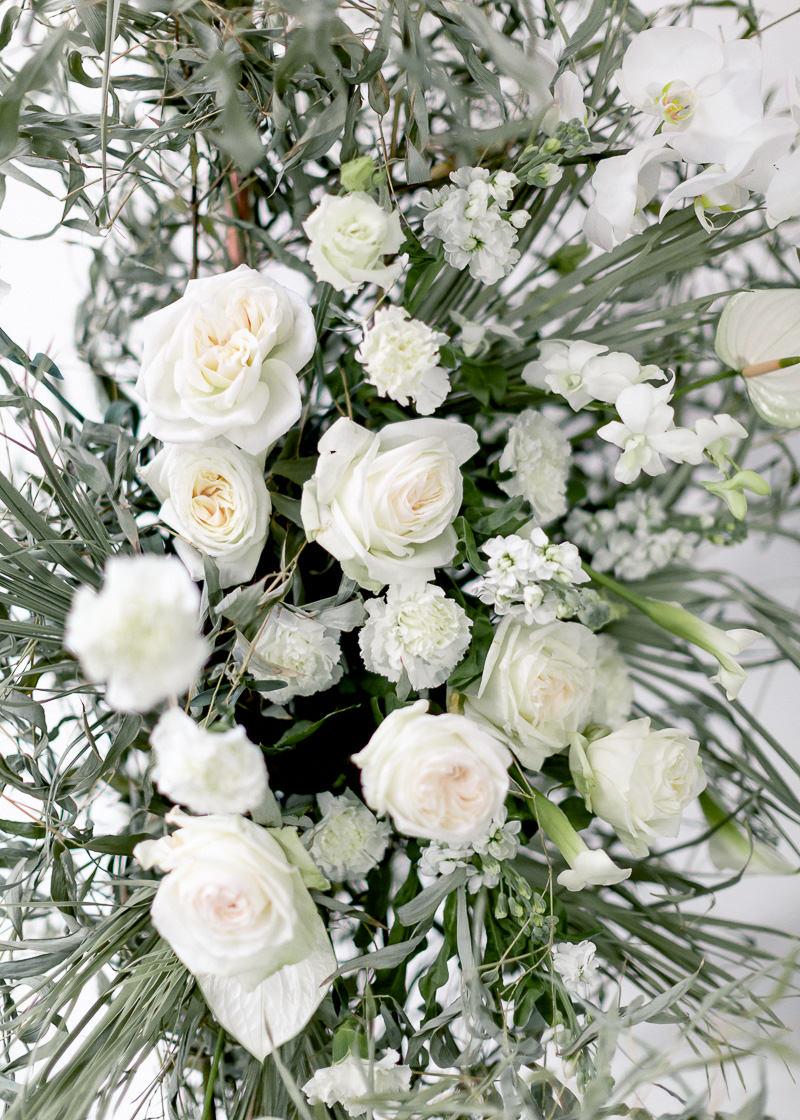 composition florale de mariage vert et blanc
