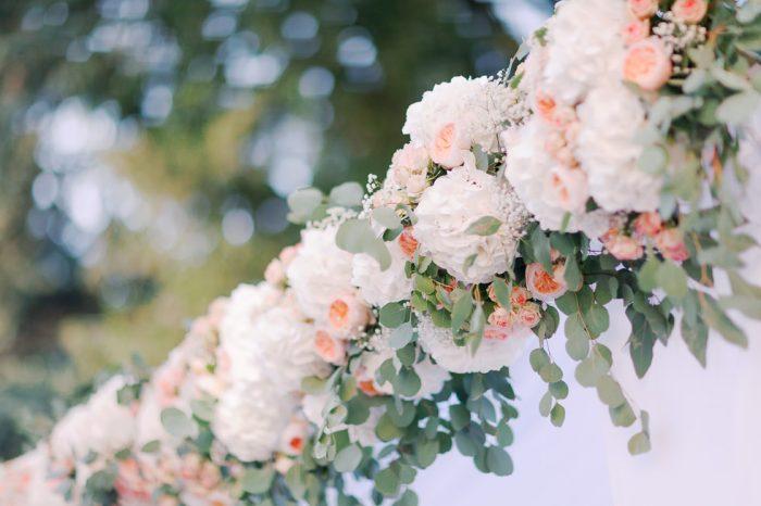 Portique de fleurs pour mariage