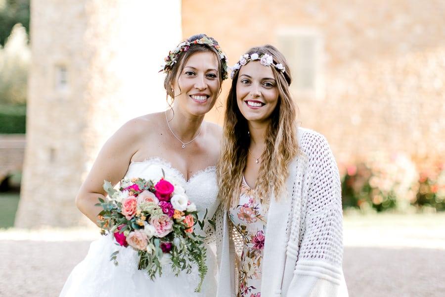 Photo d'une mariée avec une amie