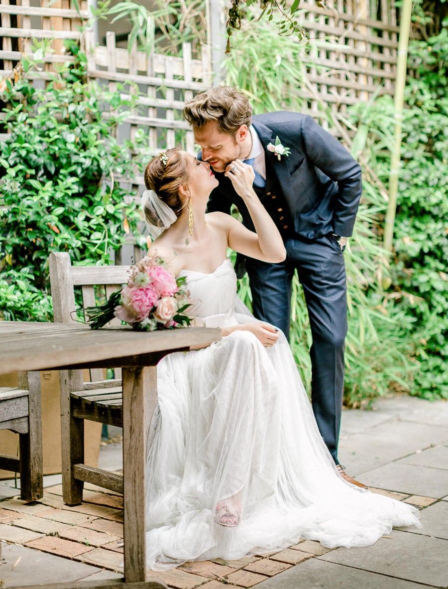 Mariés à la cour des loges à Lyon