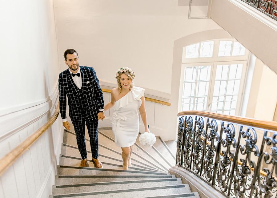 Entrée des mariés dans la mairie