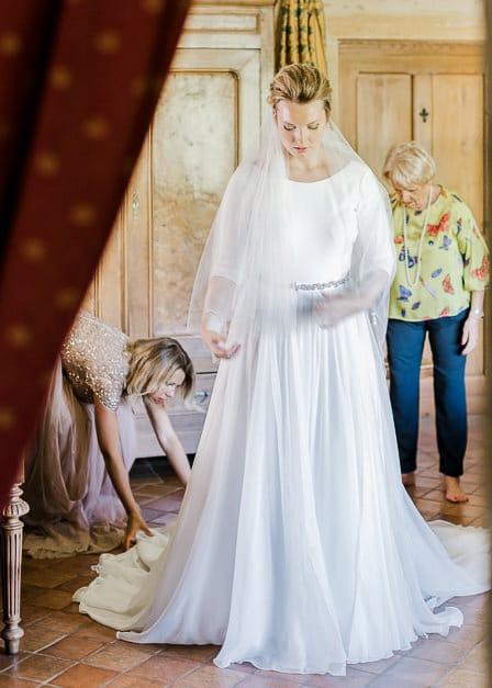 Préparatif de la mariée avec la famille