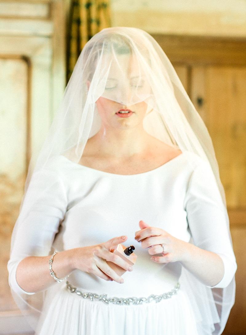 La mariée se parfume