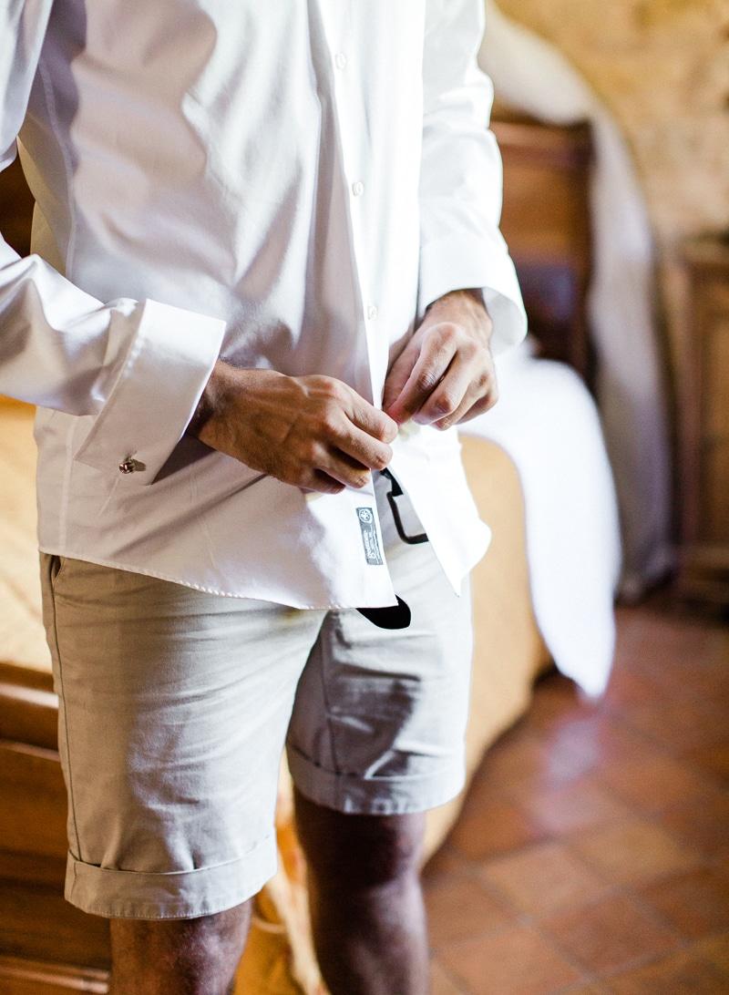 Préparatif du marié au chateau du sou dans le beaujolais