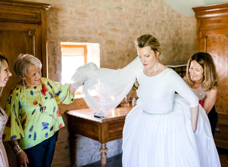 préparatif mariée avec ça famille au château du sou