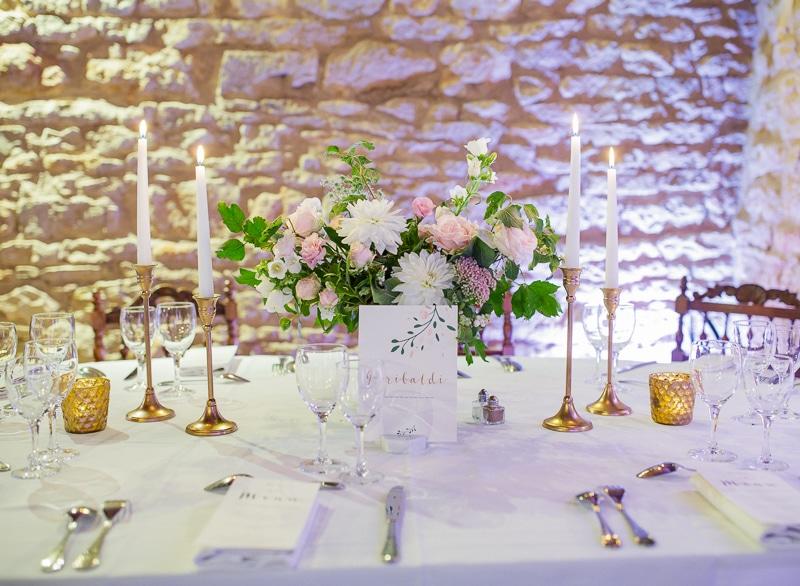 Fleurs bougie couvert mariage château du sou