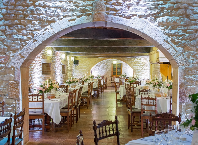 Table interieur chateau du sou lacenas